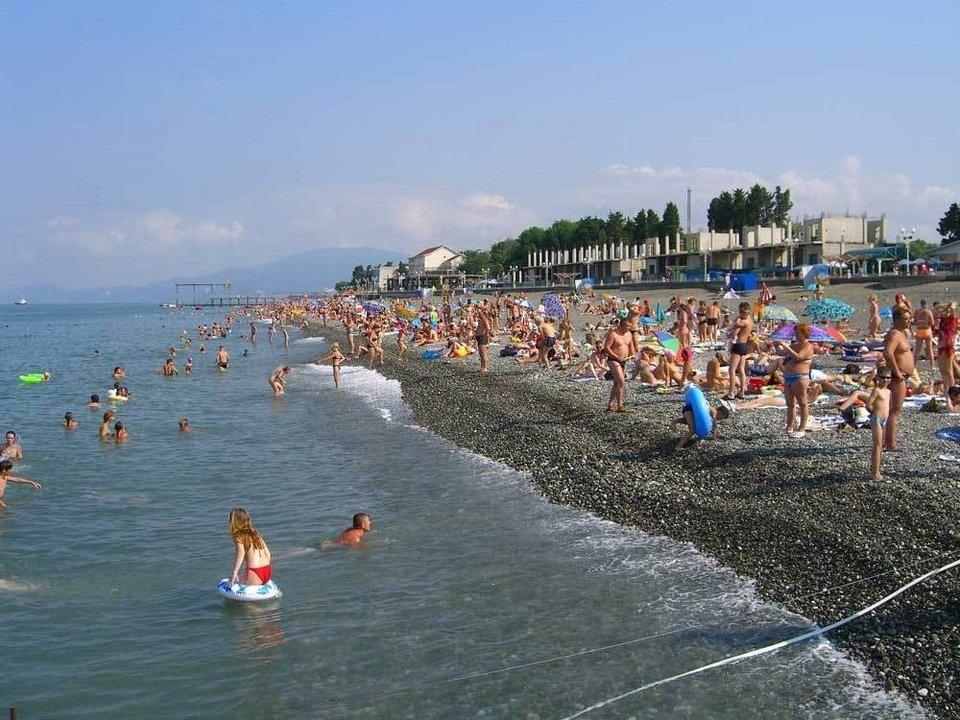 Показать фото пляжей в адлере с людьми
