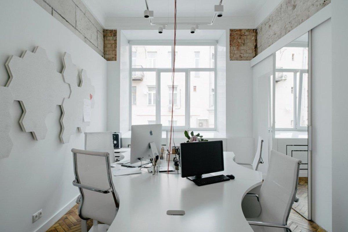 Белый офис в картинках
