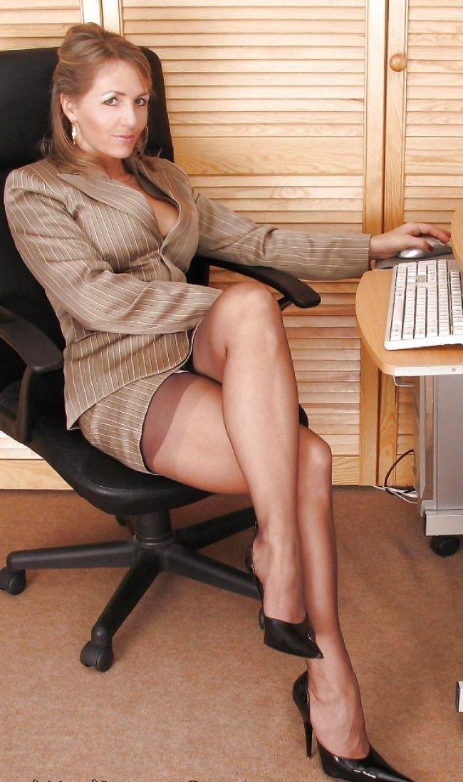 sexy-mature-women-skirts