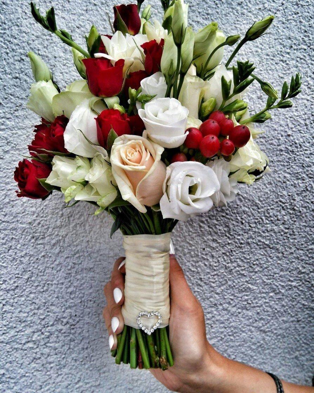 Свадебные букеты из роз с эустомами, невесты розовый