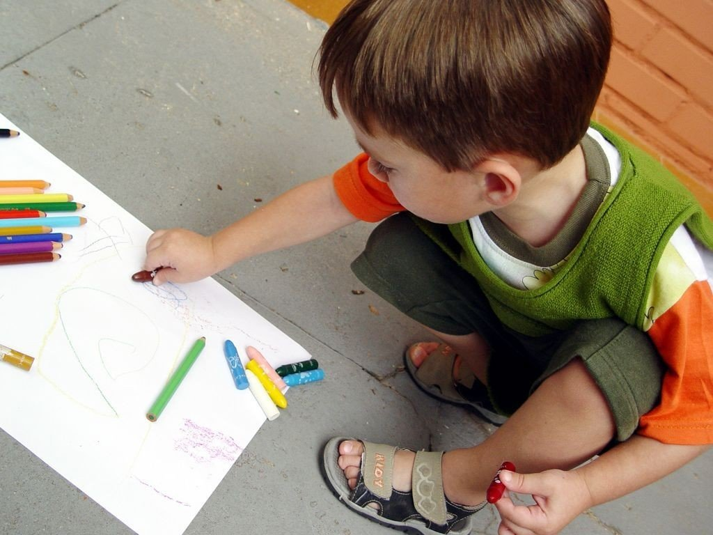 Как дети рисуют картинку