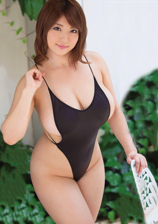 asian-girl-curvy-california-camping-nudist