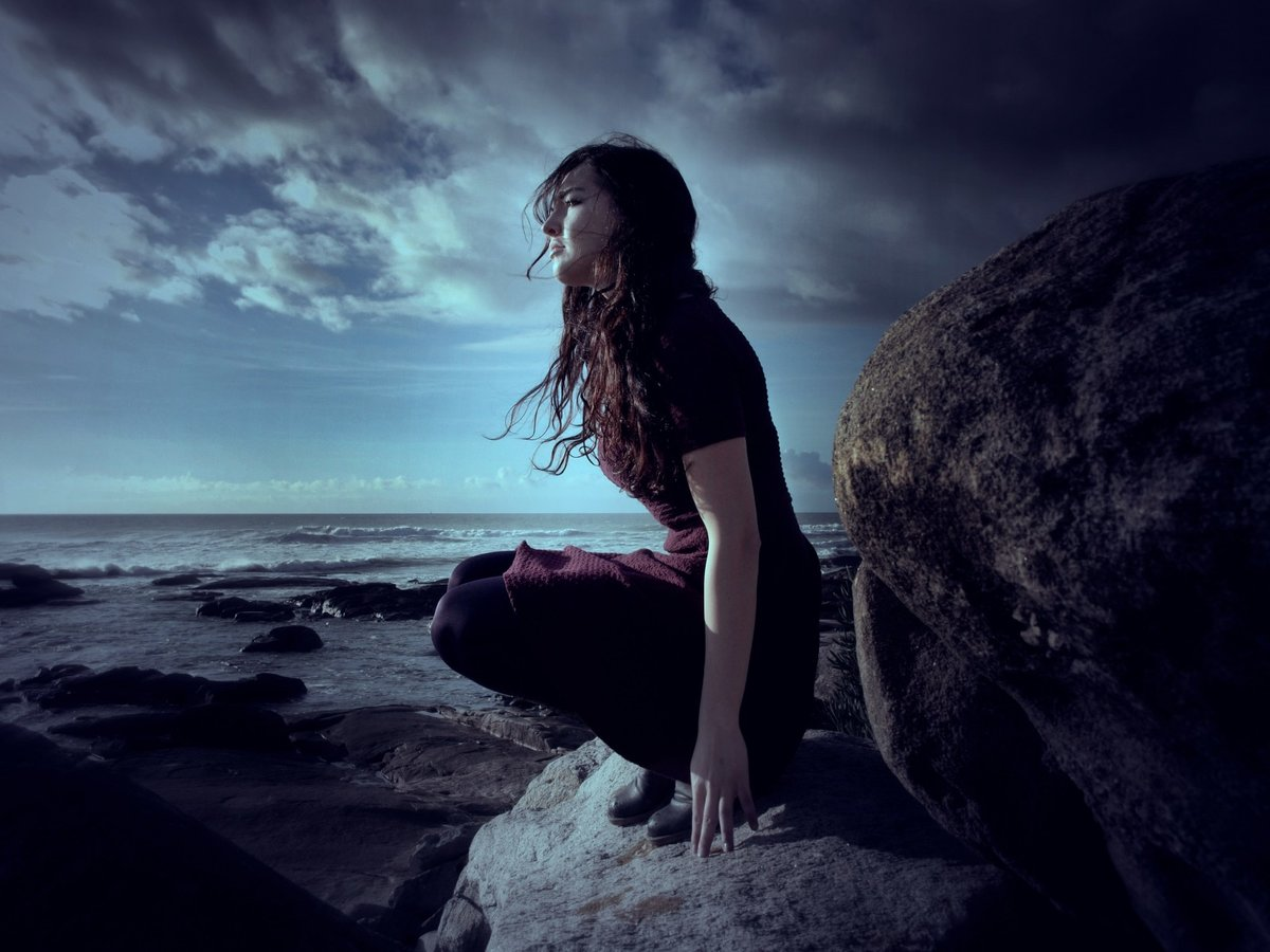 Красивая одинокая девушка картинки