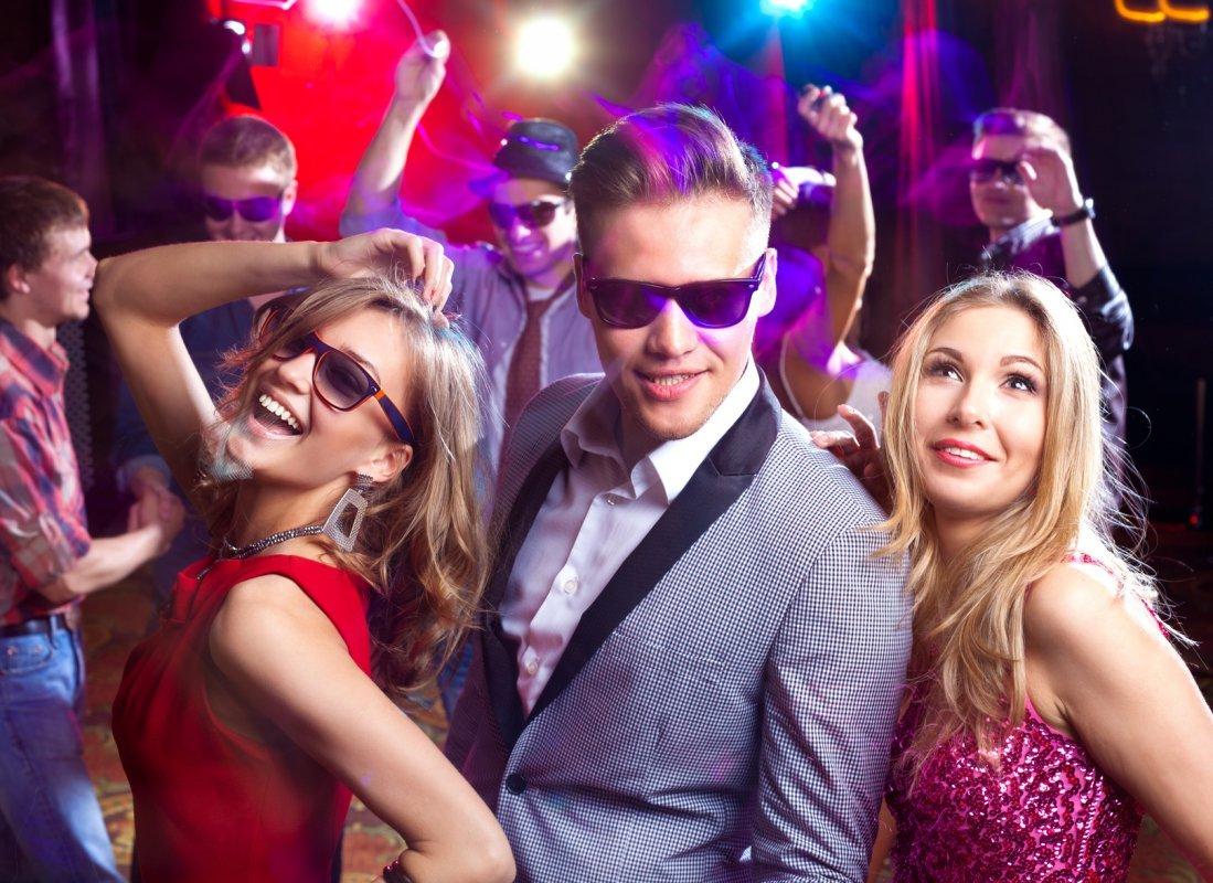 фото красивых парней и мужчин в ночных клубах