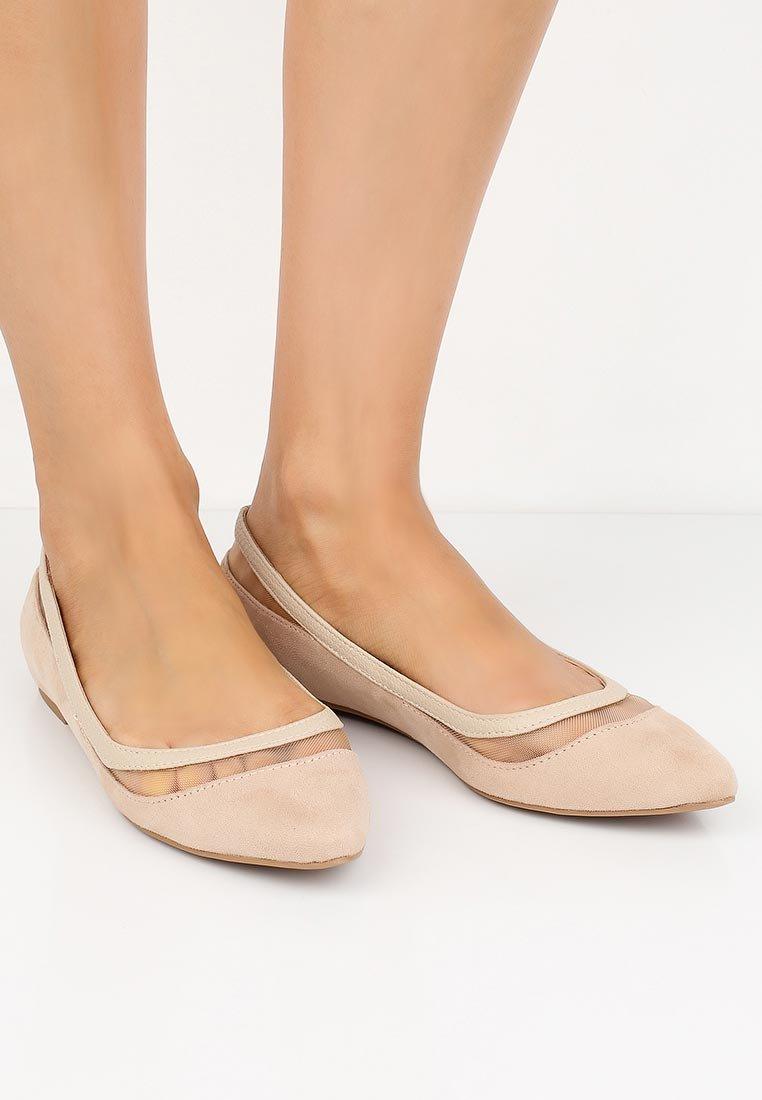 женские ноги балетках картинки интерьерный камень альпийская