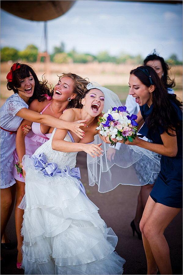 Цветов, какой букет бросает невеста на свадьбе живой или искусственный