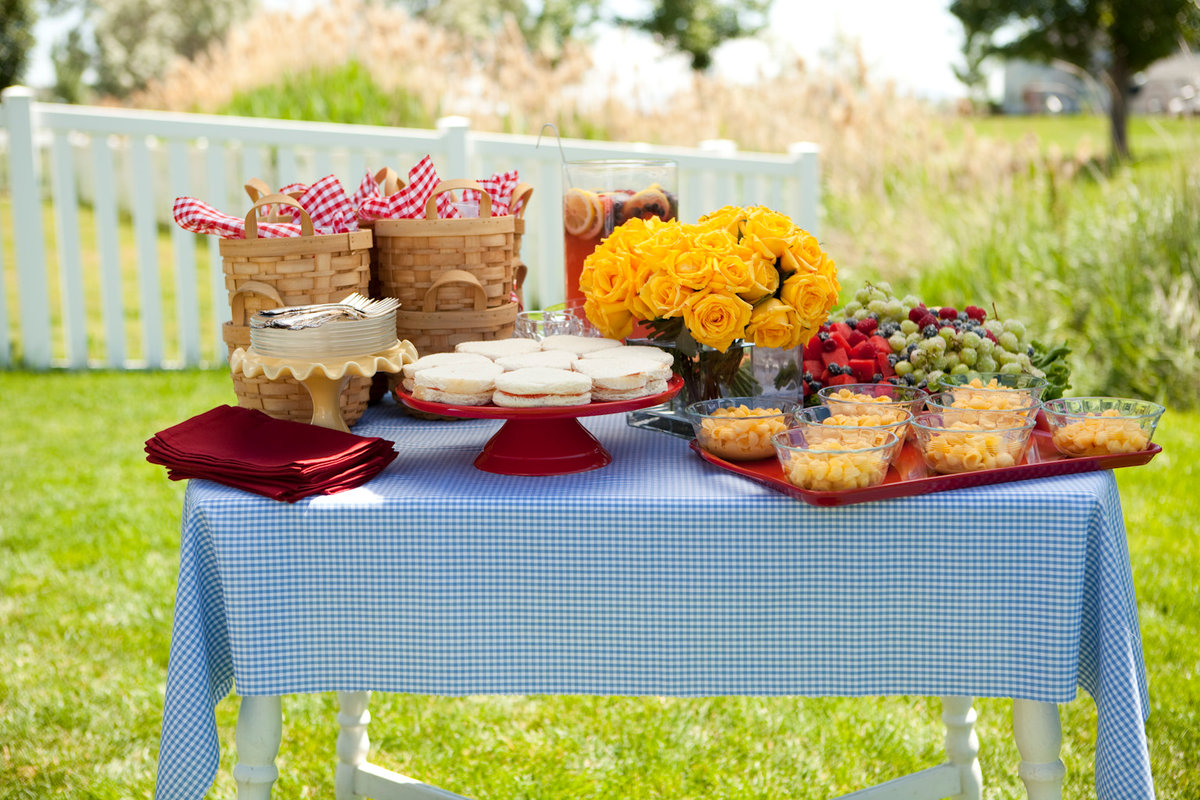 праздничный стол на пикнике фото хорошие