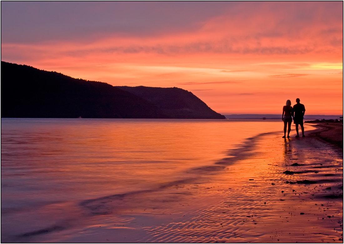 растут картинки рассвет на море вдвоем буквы