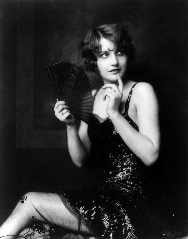Черно белая открытка с актрисой, любимому украинский