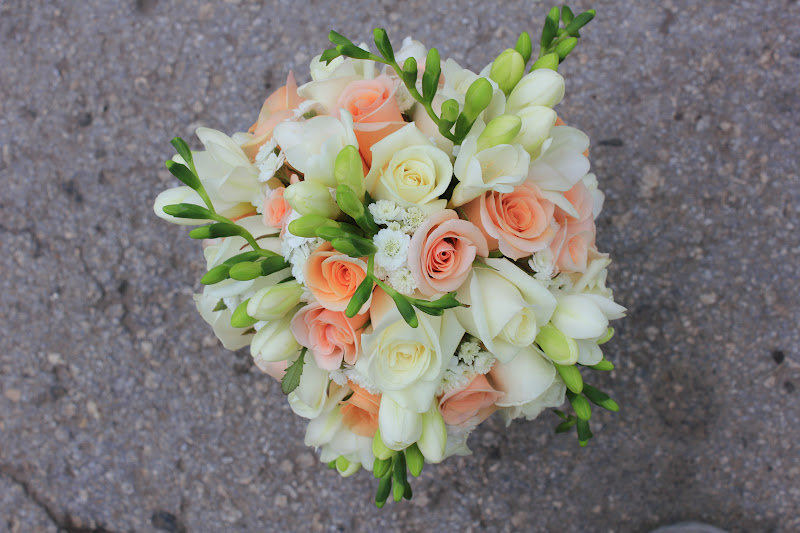 Букет конфет, букет невесты из роз и фрезий фото