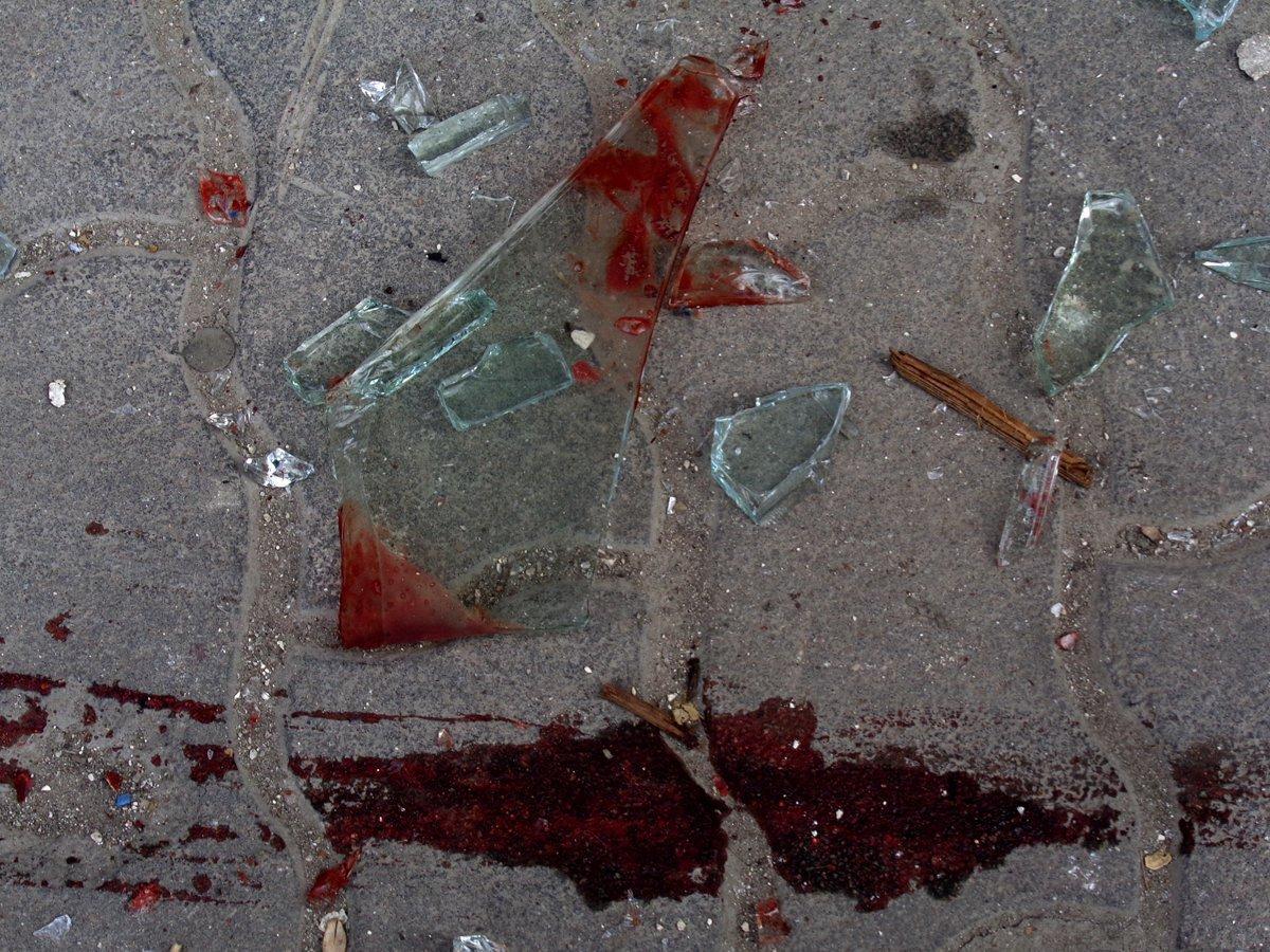 Кровь на стекле картинки