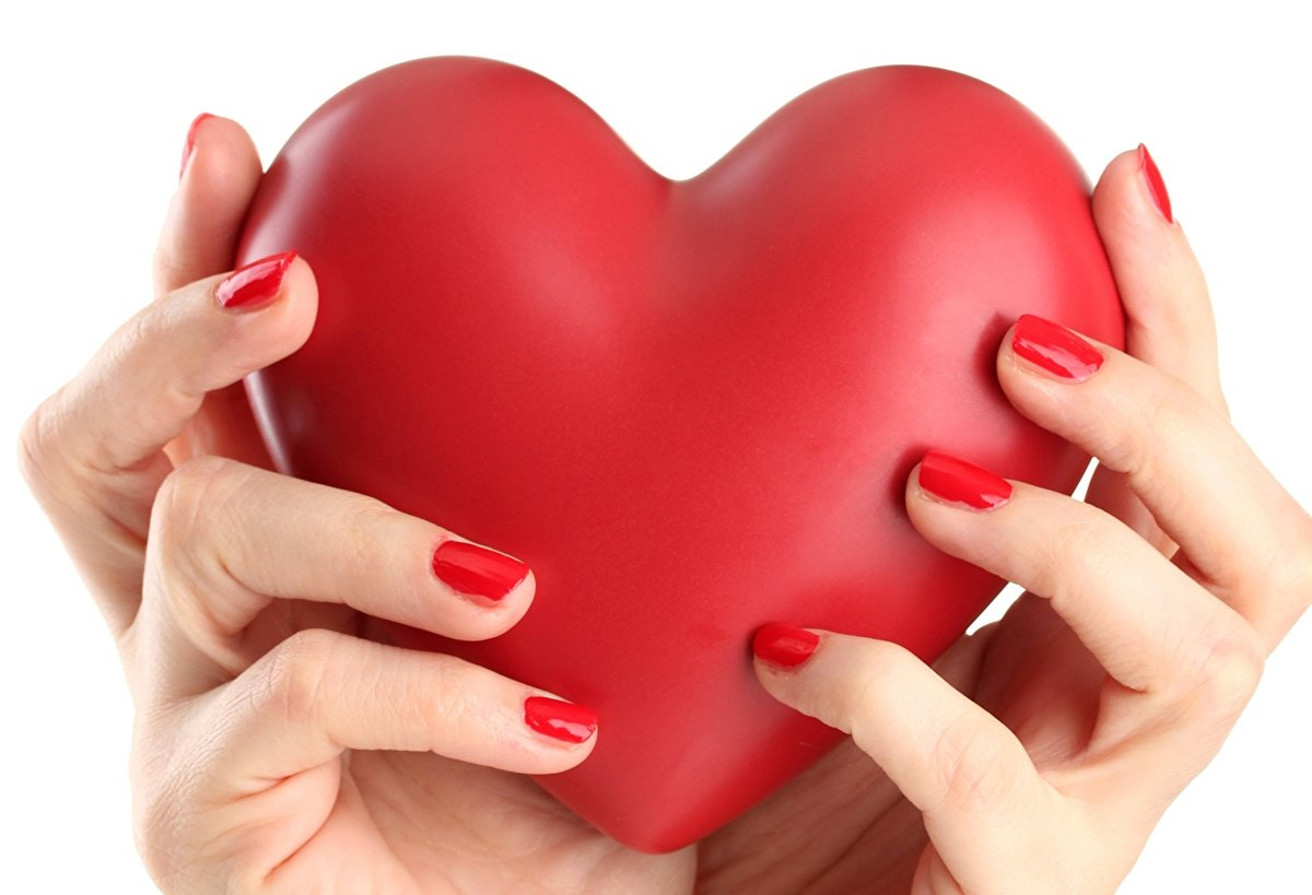 Картинки рука держит сердце