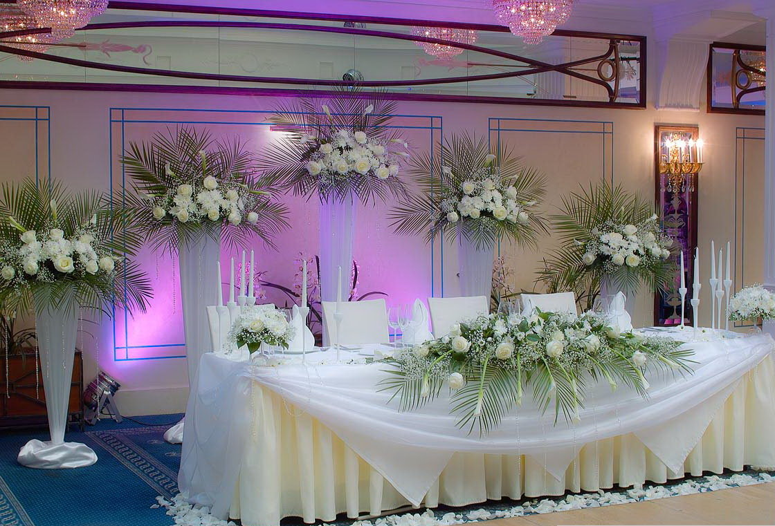 Цветы в зале торжеств фото