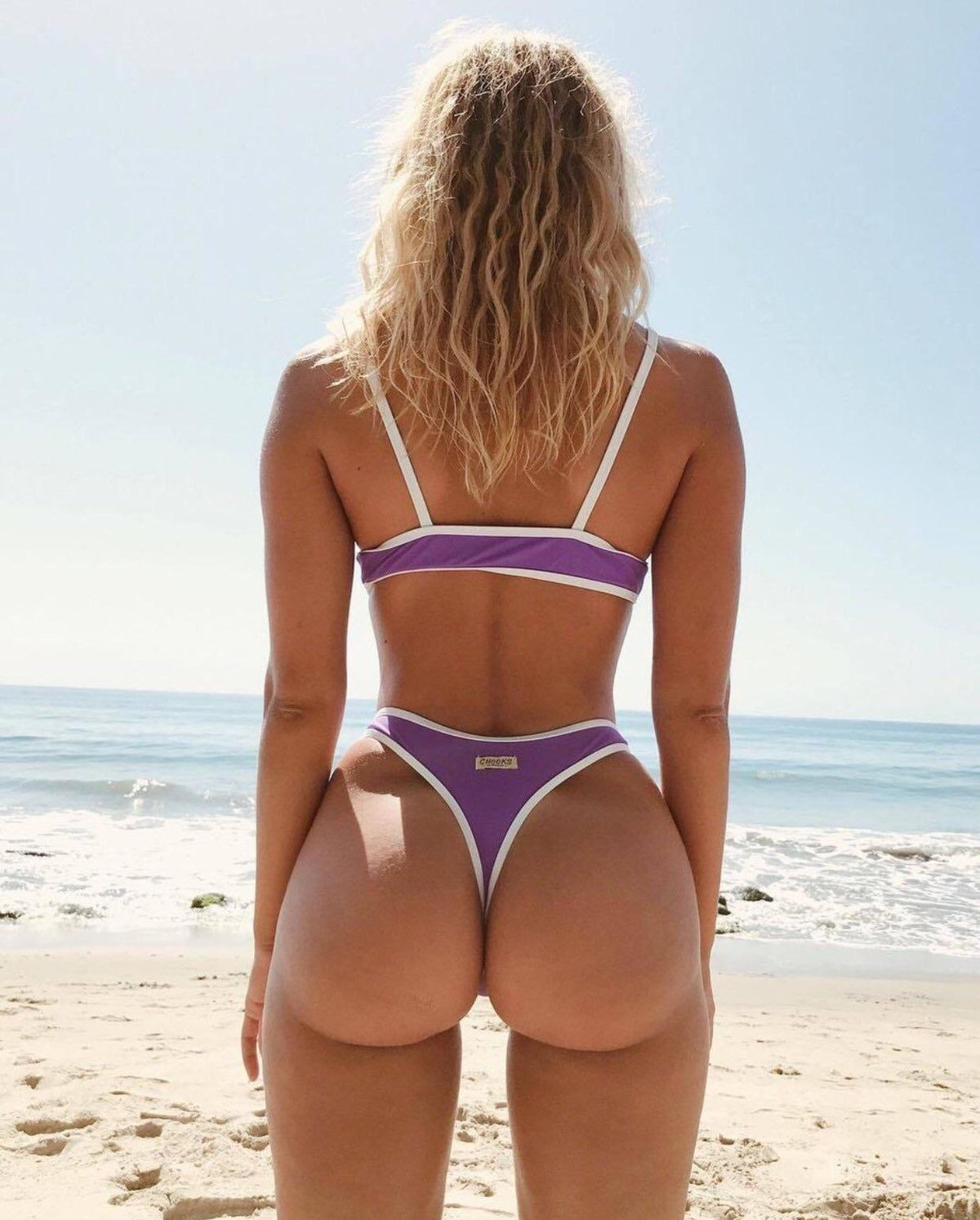 Backside of girls in bikini, en mexico swinger web