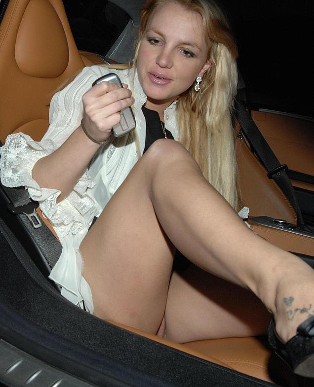 ... Фото - Britney Spears Upskirt pussy without panties Paris Hilton