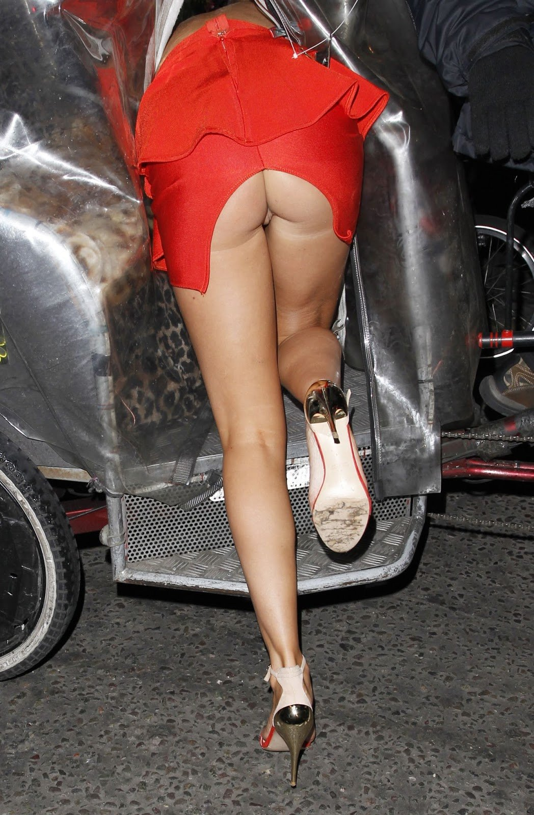 irish-star-up-skirt-pussy-hot