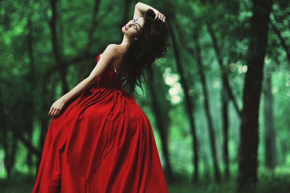 Картинки лес-девушка в красном
