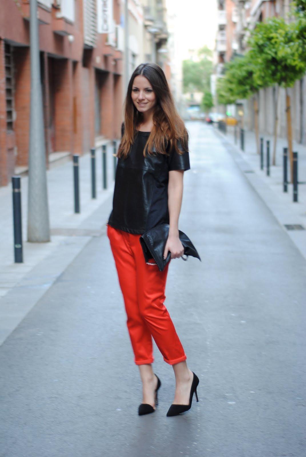с чем одевать красные брюки фото изуродованный обезвоженный