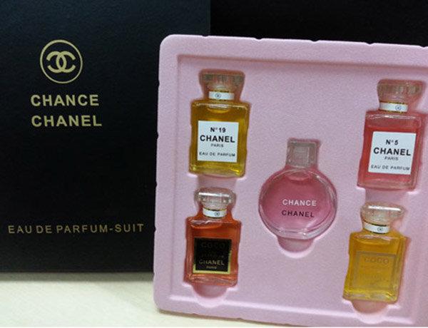 Набор парфюма Chanel из 5 ароматов. Женская парфюмерия Nº 5   Купить по  Официальный сайт cb5d7d65eed