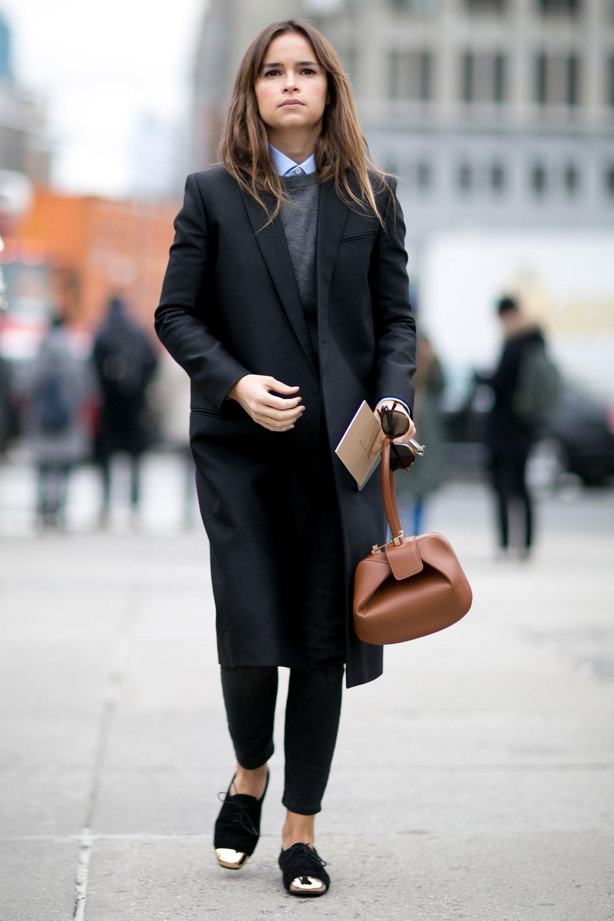 стильные образы с черным пальто фото удобные придверные коврики
