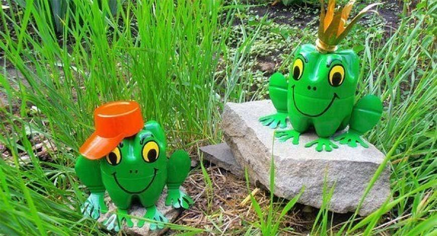 лягушка из пластиковых бутылок фото