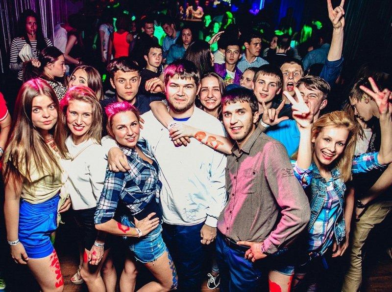 видео вечеринка русская раз пыталась
