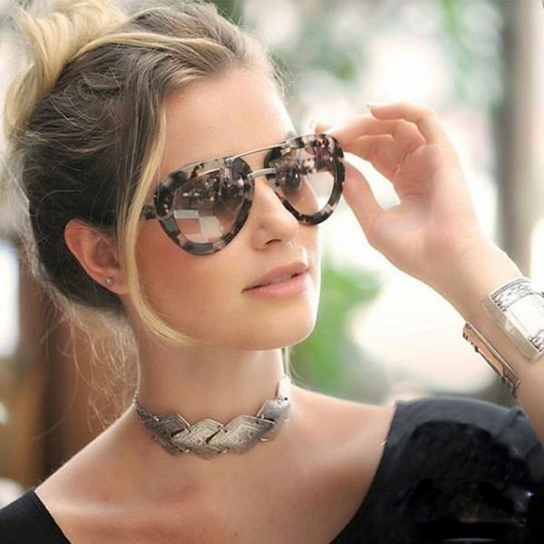 6ad72548ba6c «Какие солнцезащитные очки модные в сезоне 2018-2019. Основные тренды солнцезащитных  очков. Модные женские солнцезащитные очки – фото новинки моделей очков.