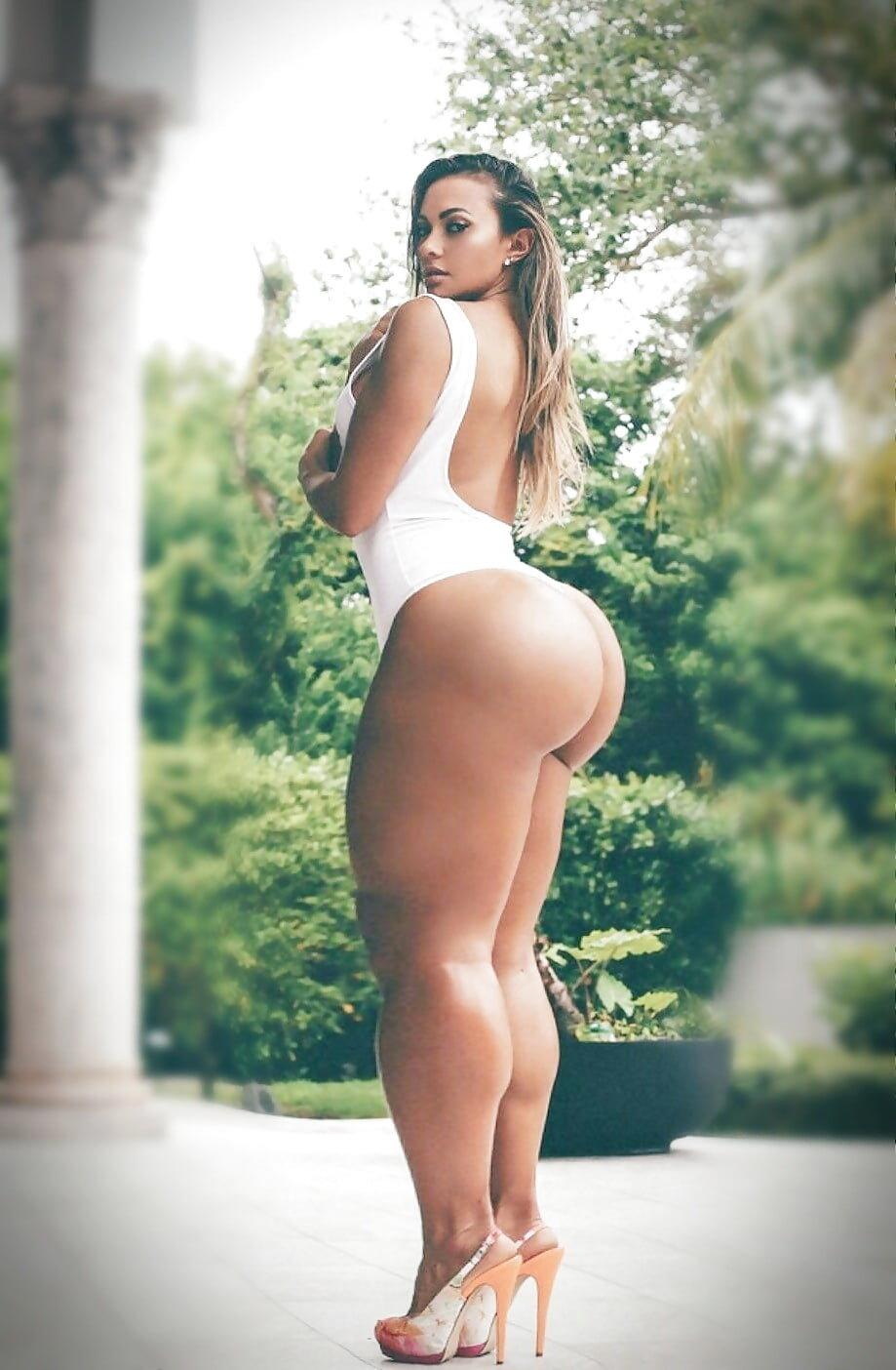 Skinny girl big booty nude