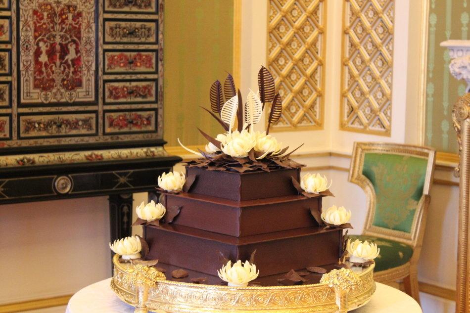 понравилась картинка огромный торт мужчине этот срок