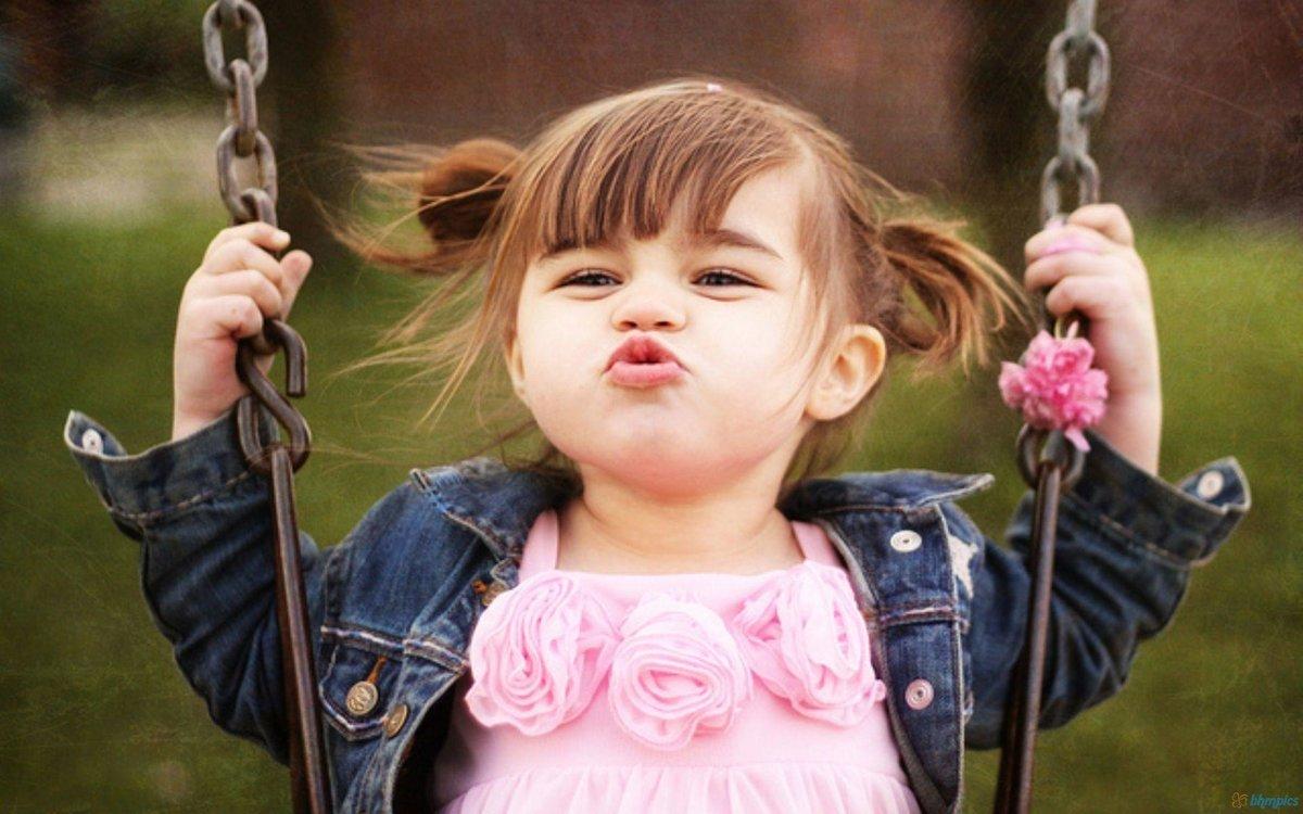 Маленькая смешная девочка картинка