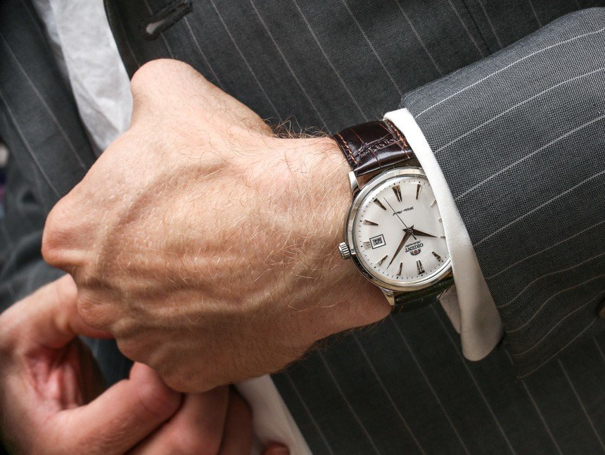 Наручные часы на руке картинка