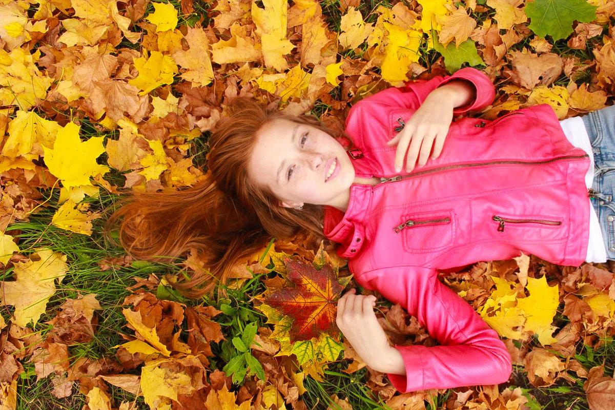 Картинки девушка листопад