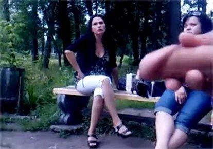 дрочит на глазах у прохожей женщины видео - 5