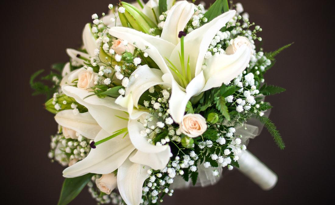 Лилии букет невесты, букет рябины