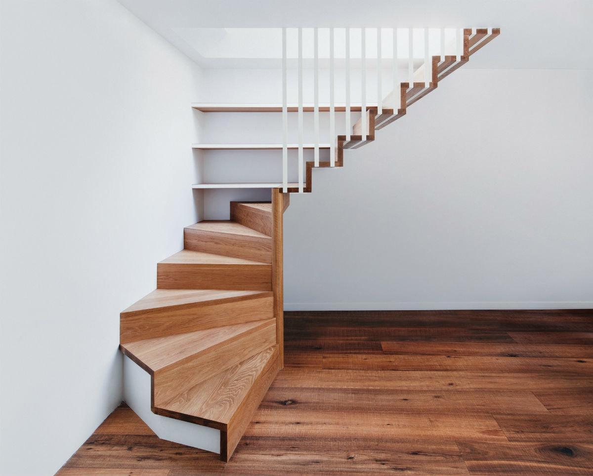 душе фото лестниц на второй этаж в частном доме мужики засовывают