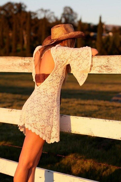 Красивые фото в платьях сзади