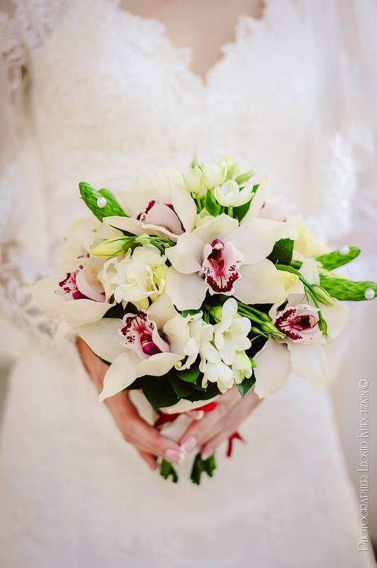 Заказать свадебный букет из орхидей и фрезий, курган опт