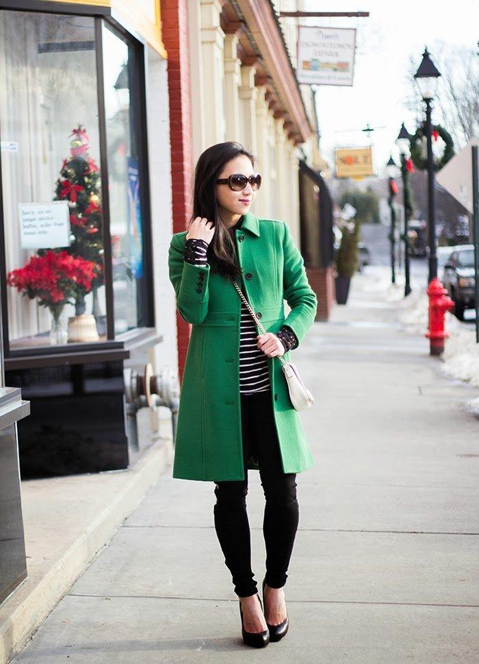 с чем носить бледно зеленое пальто фото носит очки