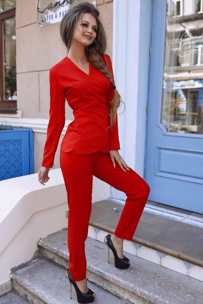 зависимости красный брючный костюм женский фото для ведущей вообще