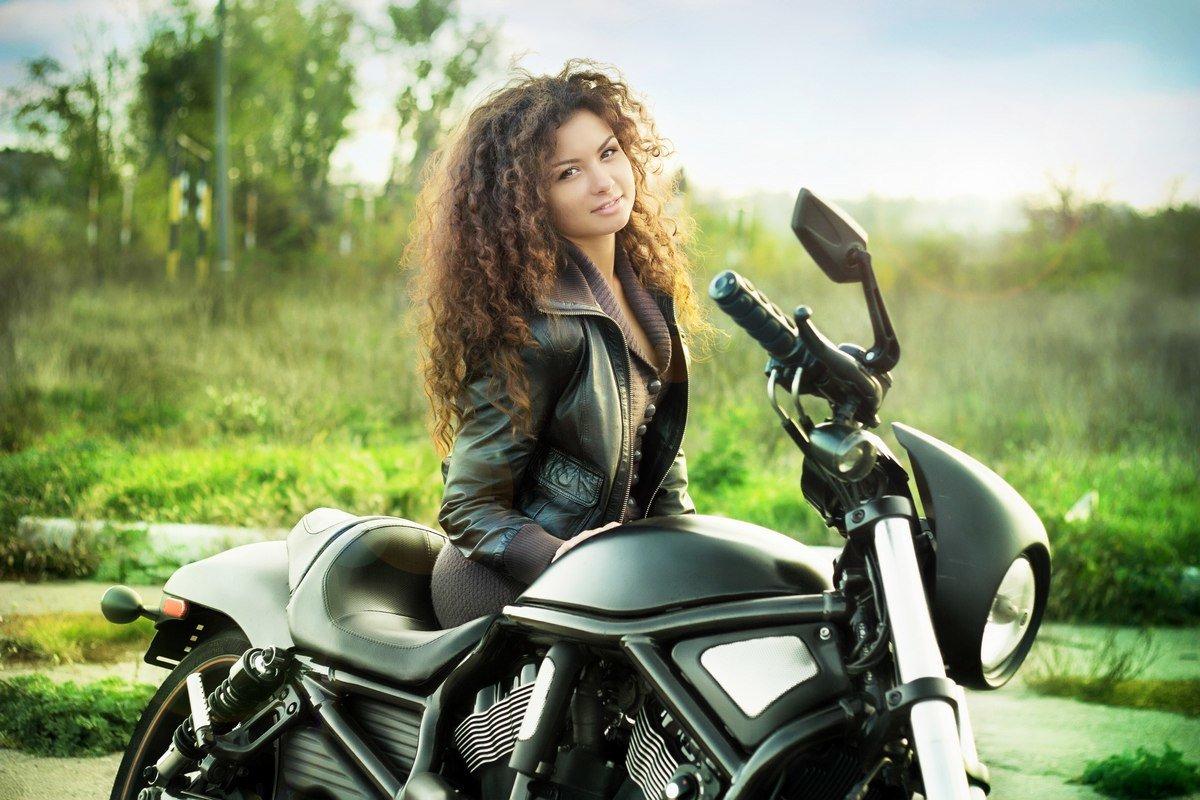 Девушка рядом с мотоциклом картинки