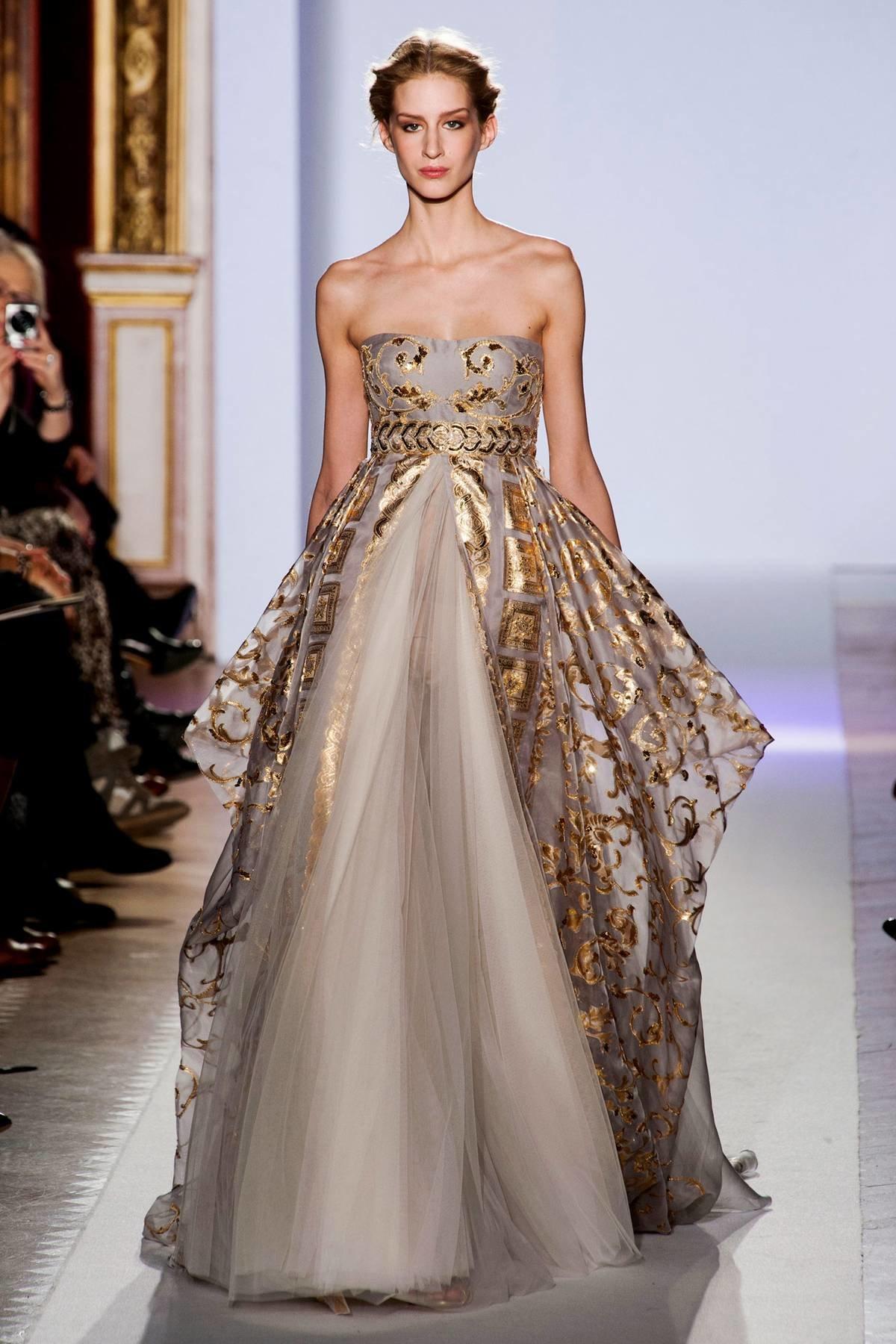 фото лучших дизайнерских коллекций платьев выбрать вьющиеся