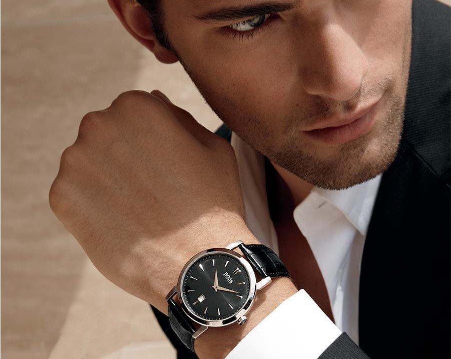 В этой компании для производства часов используют исключительно дорогие и качественные материалы и механизмы.