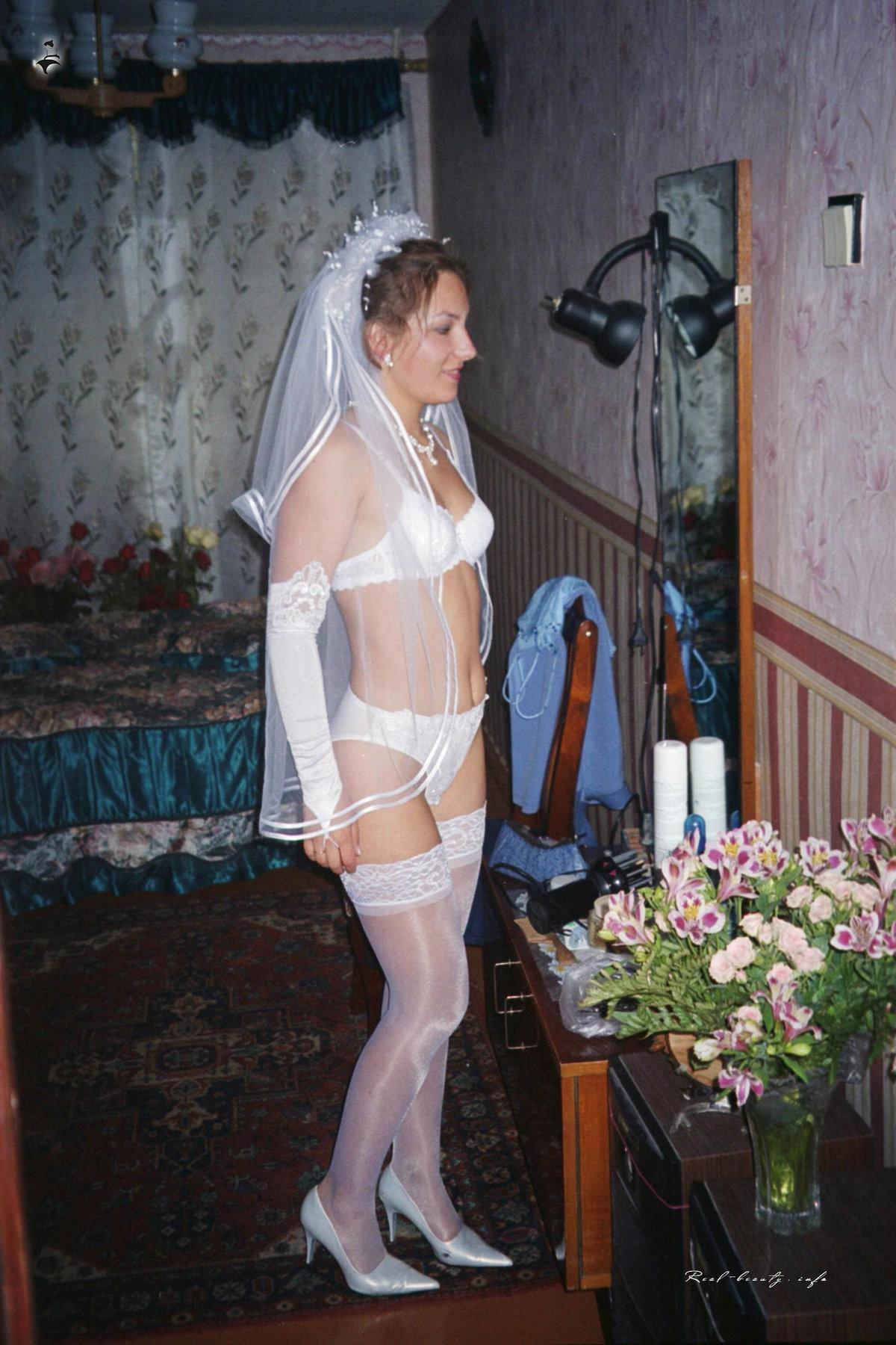 Развратные наряды жен и любовниц, спящую мамину попу трахает