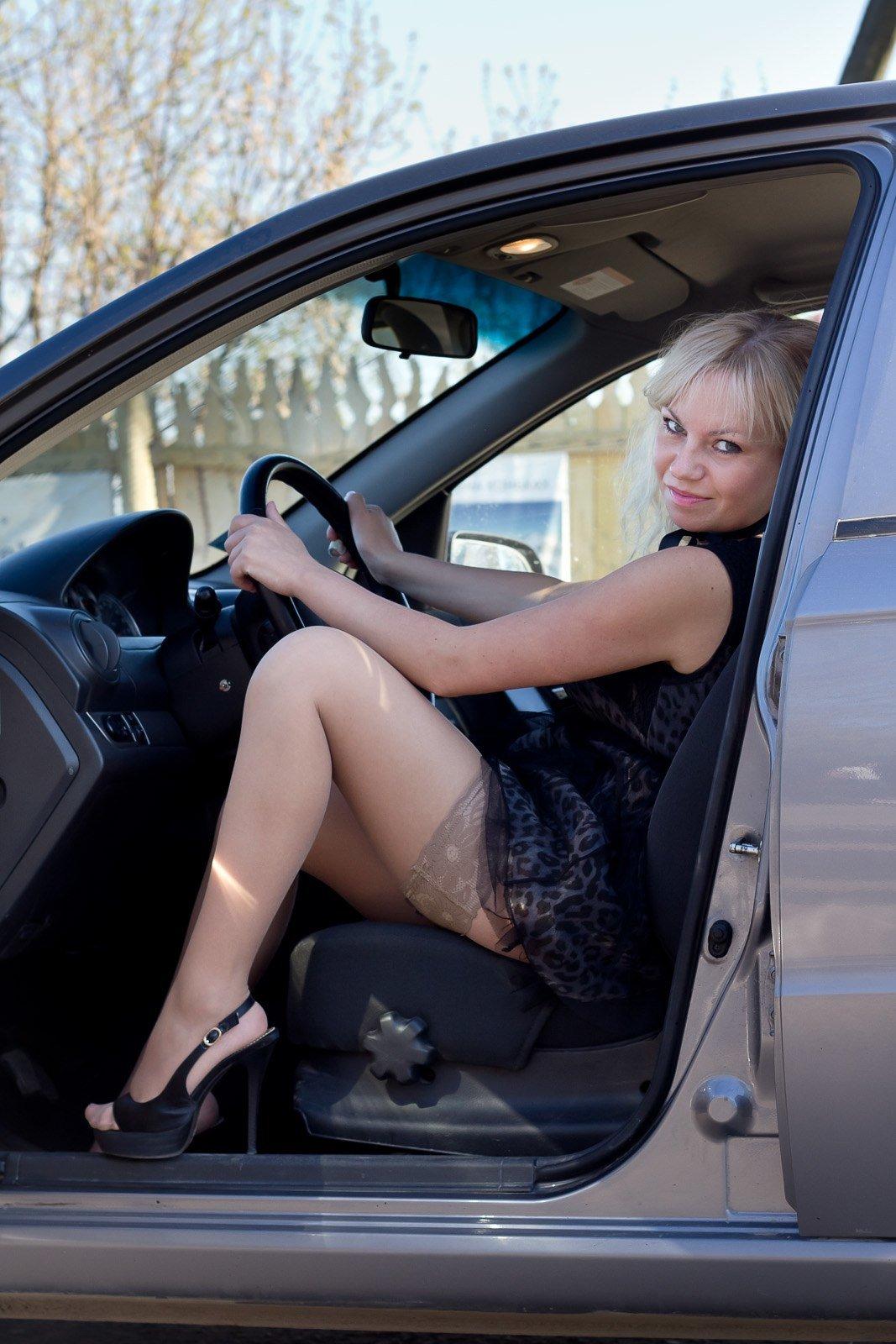 Фото зрелых женщин в чулках на фоне авто, порно фильм онлайн новый