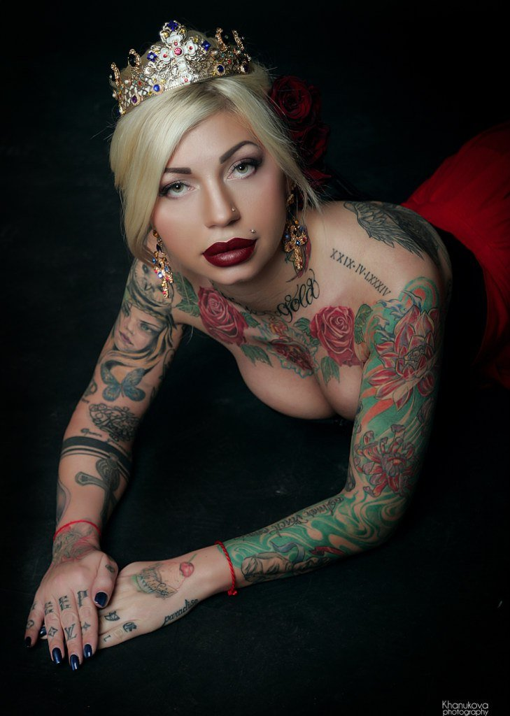 Naked lady tattoos