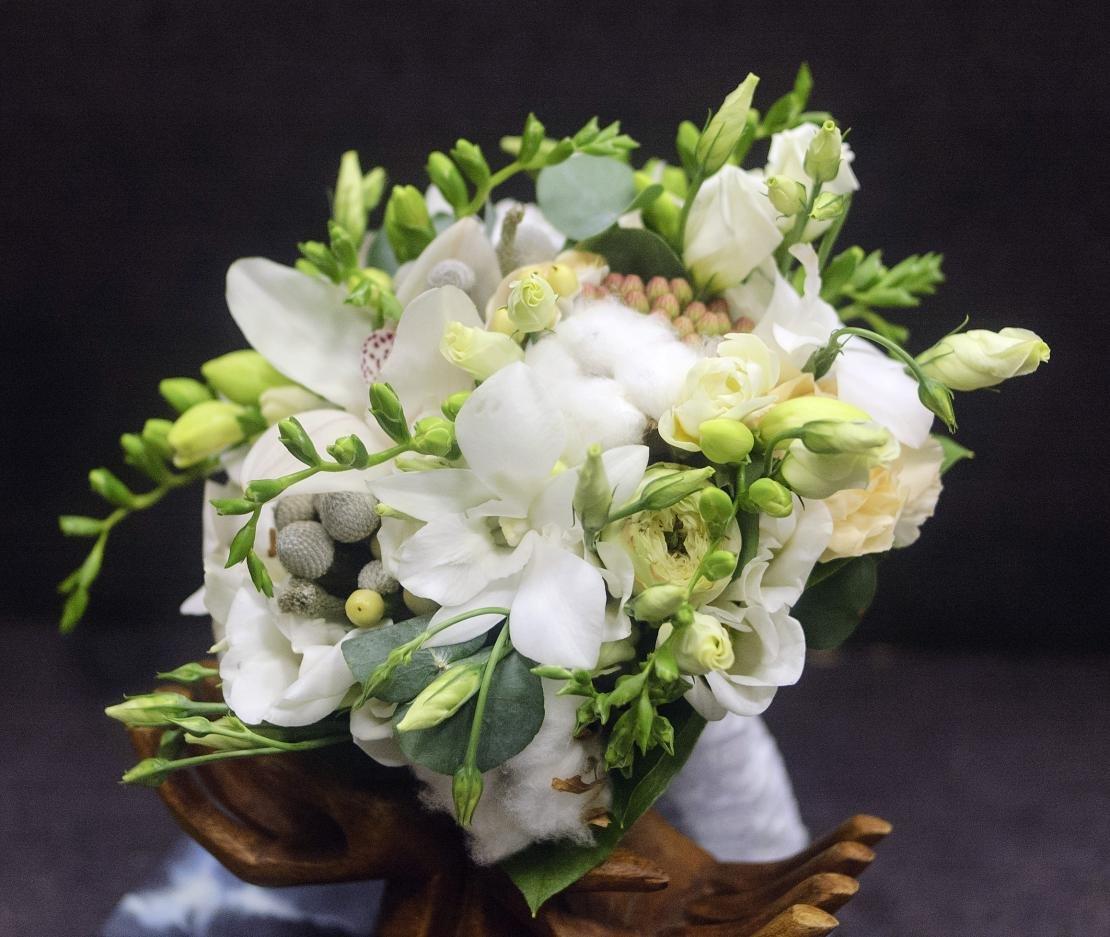 Заказать свадебный букет из орхидей и фрезий