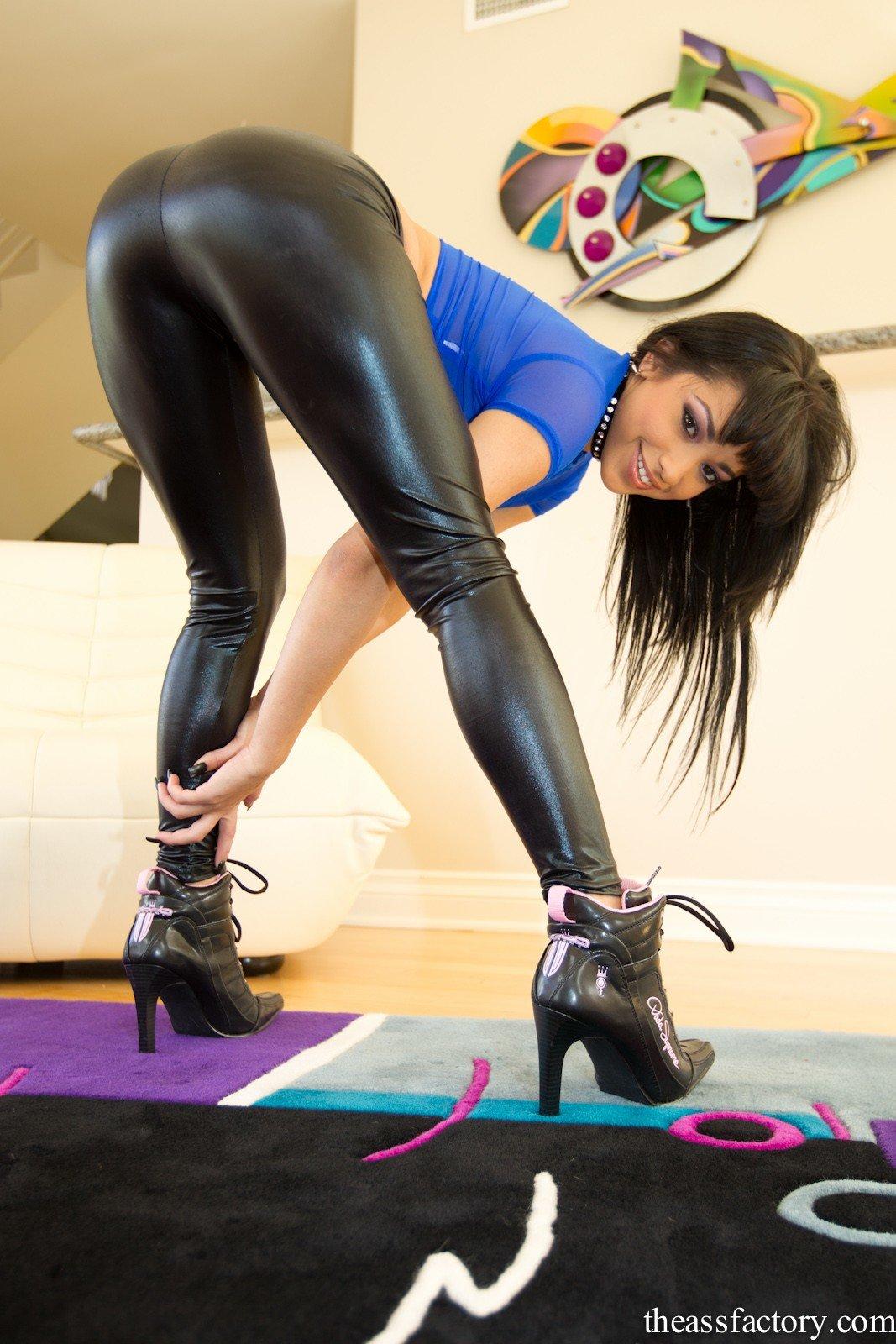 порно фото девушек в облегающих брюках - 13