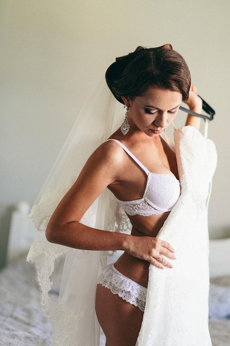 Невесты в белье одевание видео
