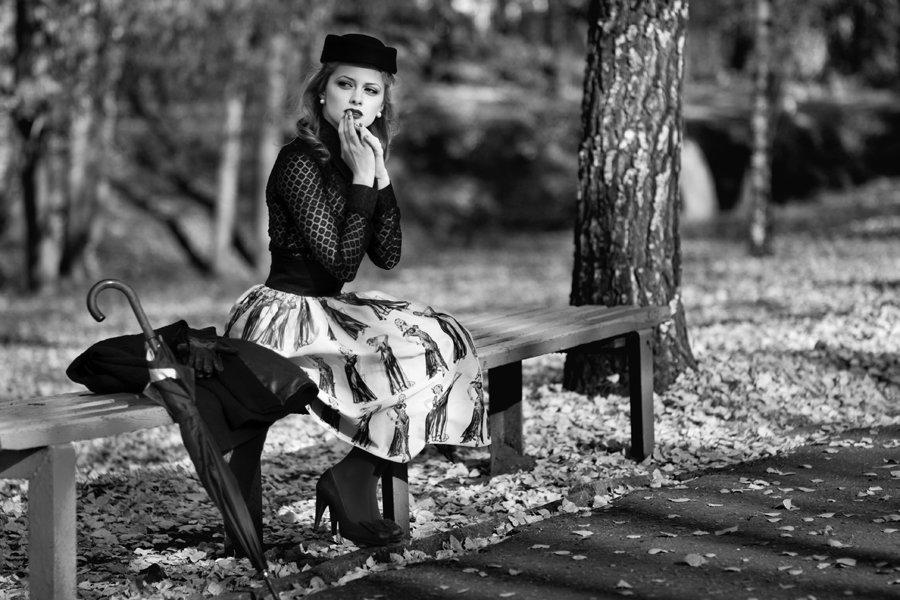 Ретро в парке на скамейке