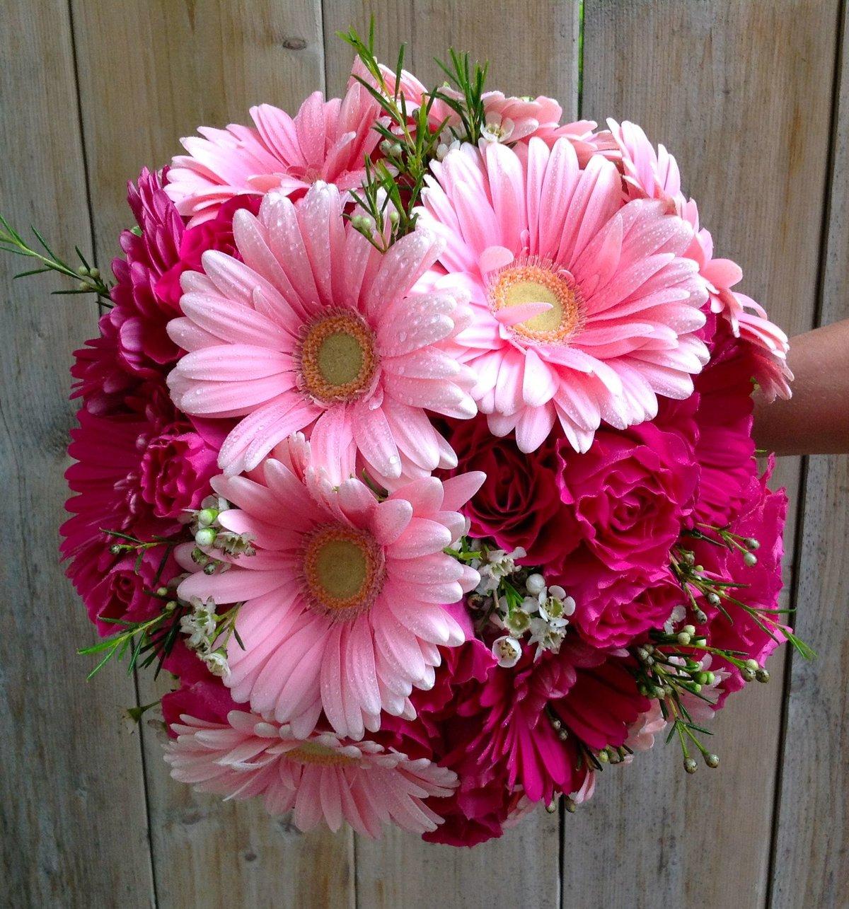Букет невесты с добавлением хризантем и герберы, неживые